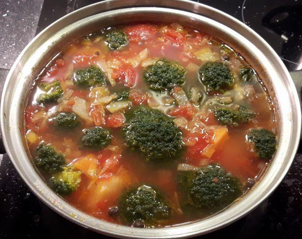 Zupa pomidorowa z brokułami