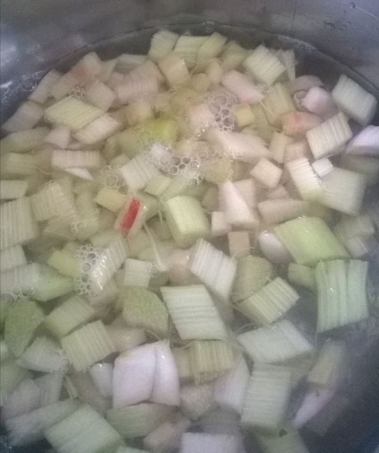 Zupa rabarbarowa z makaronem