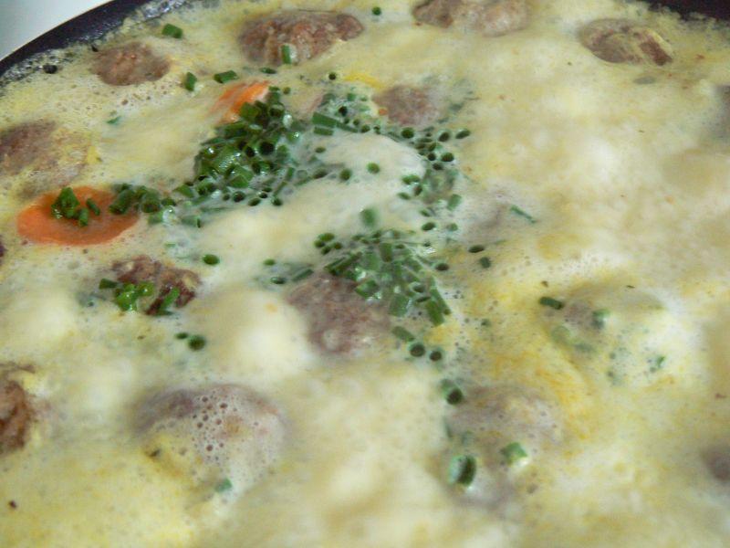 Zupa serowa z mięsnymi kuleczkami