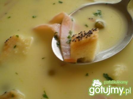 Zupa serowa z szynką i grzankami
