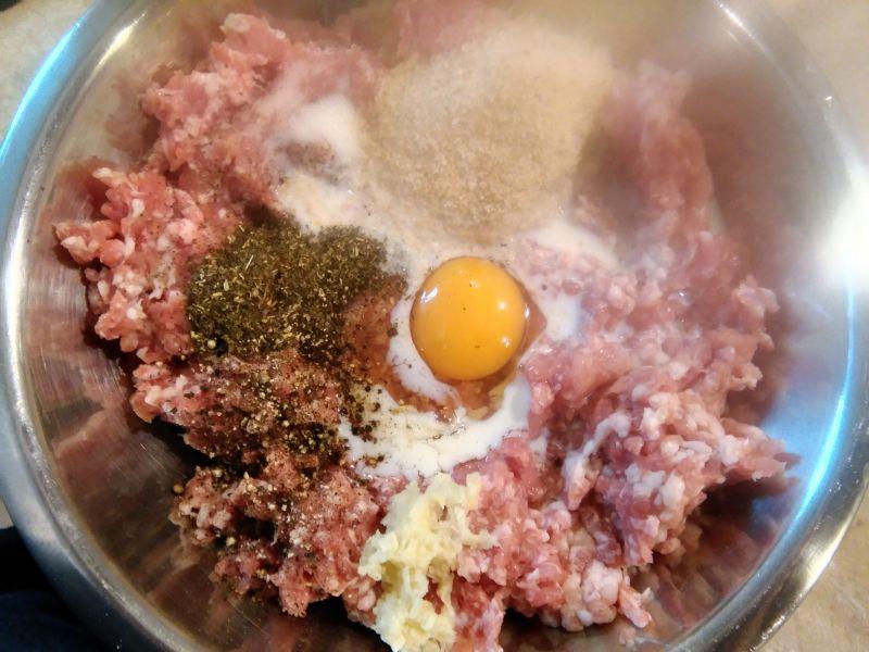 Zupa szpinakowa z lekko miętowymi pulpecikami