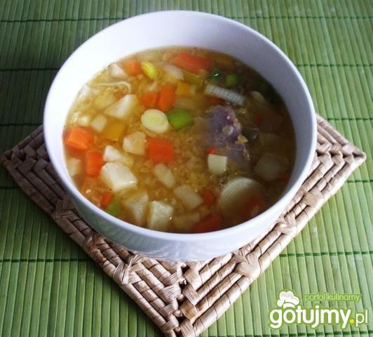 Zupa warzywna z soczewicą, got na indyku