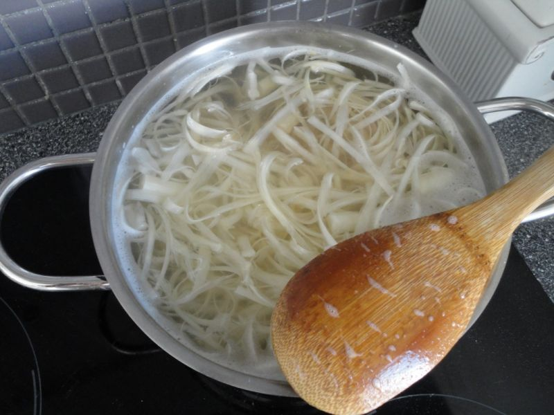 Zupa z białych szparagów