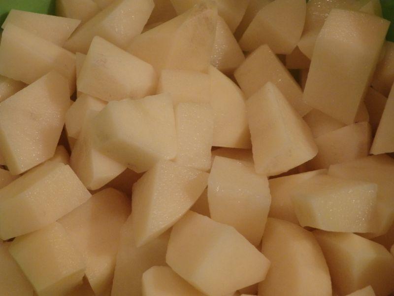 Zupa z ogóków małosolnych