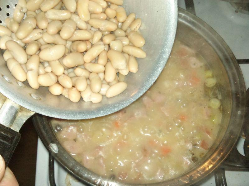 Zupa z pęczakiem i fasolą