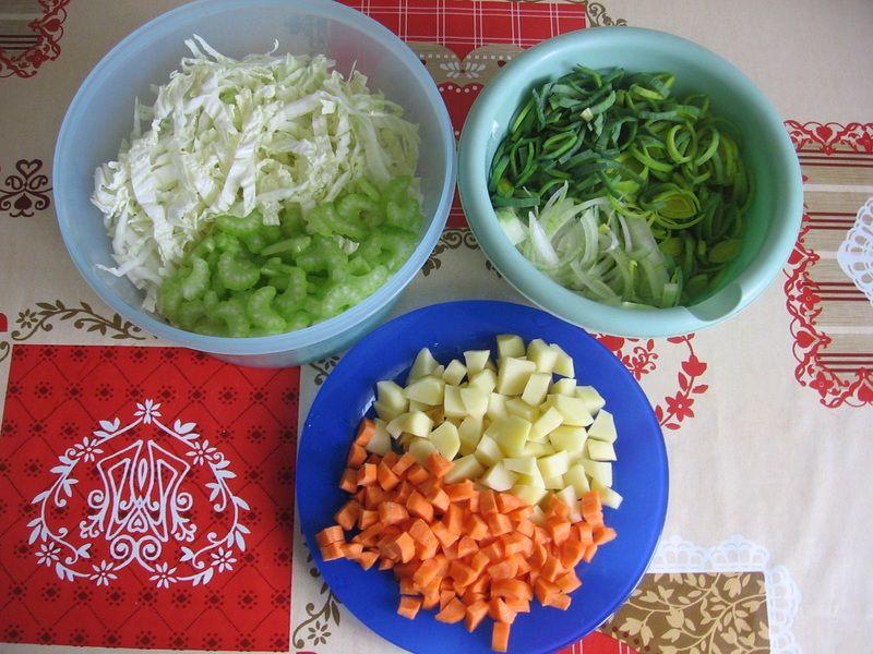 Zupa z pora i kapusty pekińskiej