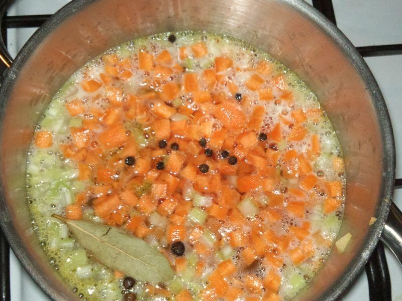 Zupa ze świeżymi opieńkami