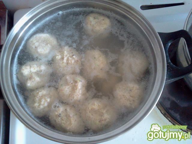 Zupa ze szparagów z drobiowymi klopsikam