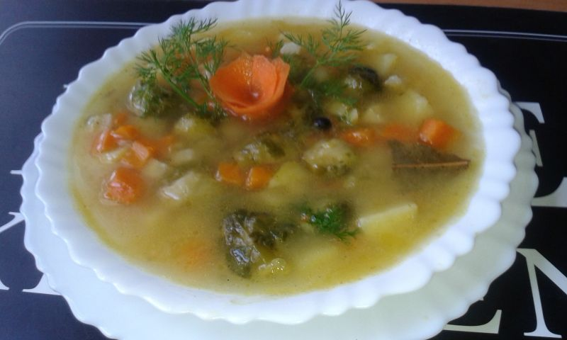 Zupa ziemniaczana z dodatkiem brukselki