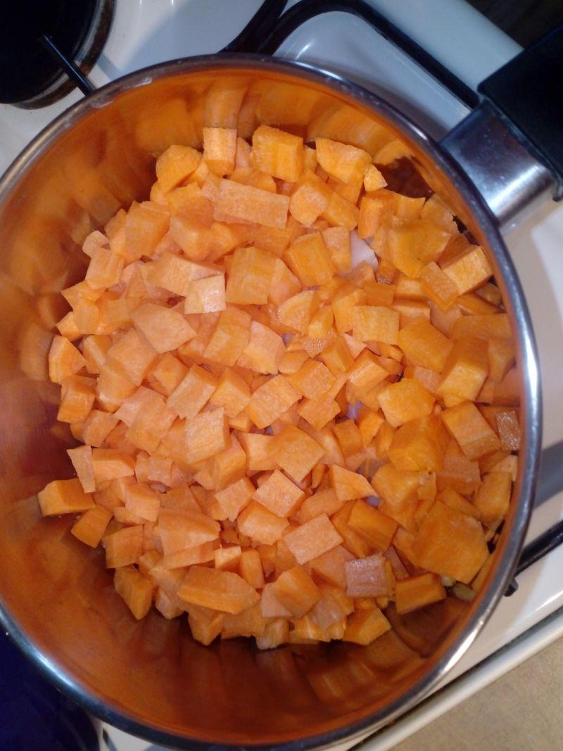 Zupka marchewkowo-ziemniaczana na schabie
