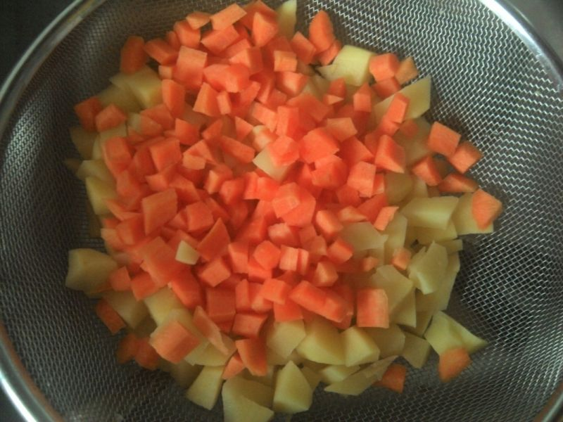 Żurek na białej kiełbasie z warzywami