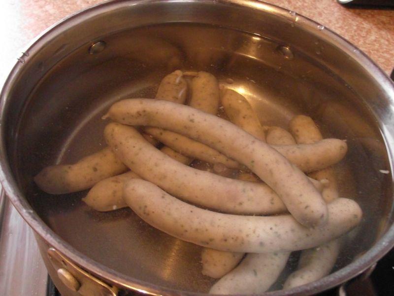 Żurek na kiełbaskach z maślanką i ziemniakami