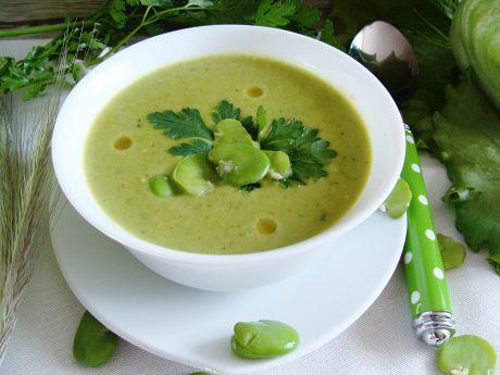 Aksamitna zielona zupa z bobu, sałaty i fasolki -