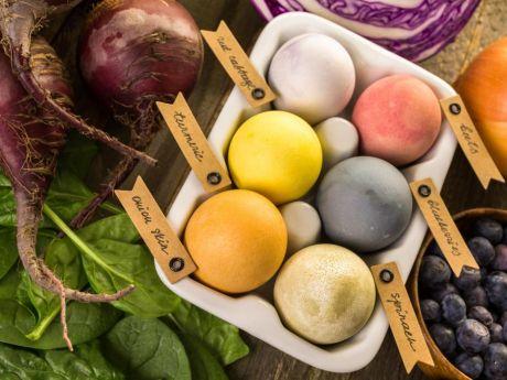 Jak zabarwić jajka naturalnym sposobem?