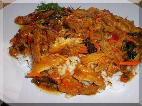 Chińskie danie z ryżem i kurczakiem