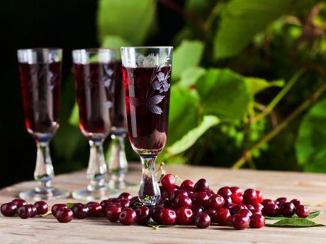 Jak zrobić wino z wiśni?