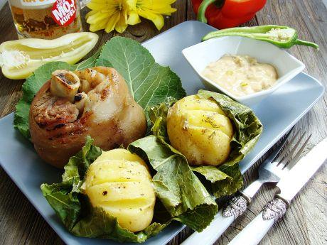 Golonka z dipem grillowym i ziemniakami w chrzanie - Męska część będzie zachwycona tak podanym mięsem z grilla