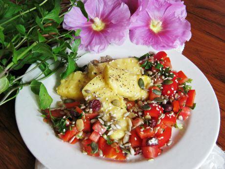 Grillowana polenta z salsą pomidorowo-paprykową - Grillowana polenta z salsą pomidorowo-paprykową z nutą mięty