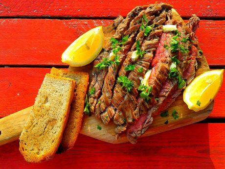 Grillowany w włoskim stylu stek bavette -