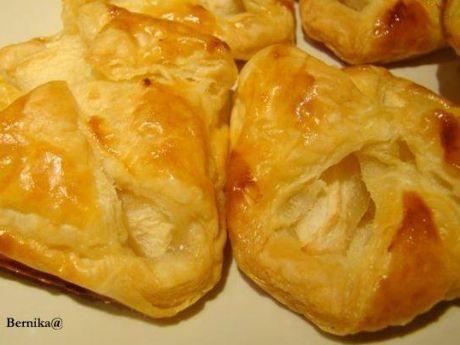 Koperty z jabłkiem w cieście francuskim
