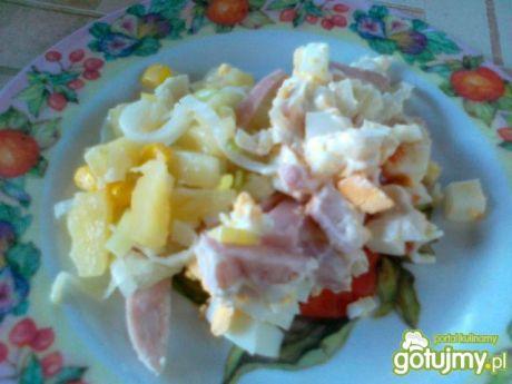 Królewska sałatka z ananasem - warstwowa