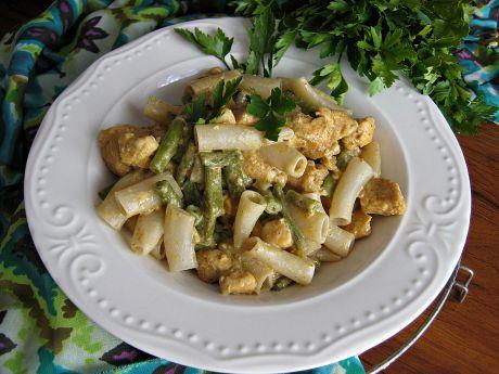 Kurczak garam masala z fasolką i żytnim makaronem - Kurczak garam masala z fasolką i żytnim makaronem