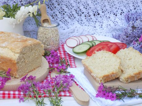 Maślany chleb jogurtowy z płatkami owsianymi