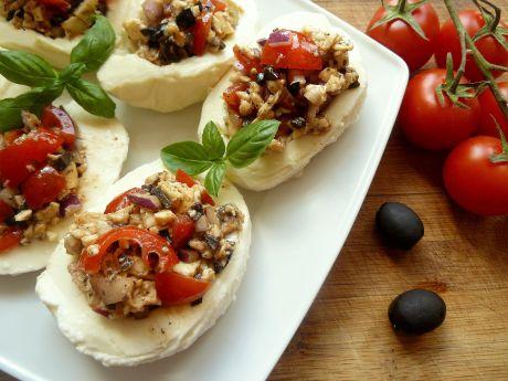 Mozzarella faszerowana oliwkami i pomidorami