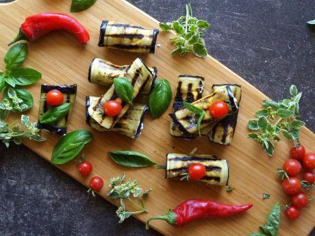 Roladki z grillowanego bakłażana - Roladki z grillowanego bakłażana z  ziołami