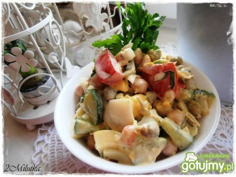 Sałatka z cieciorką i warzywami