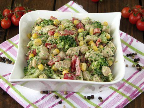 Sałatka z indykiem i brokułami