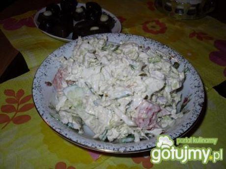 Sałatka z mozarelli i świeżych warzyw