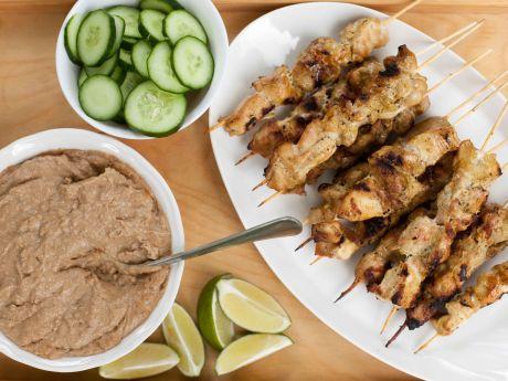 Satay z kurczaka z orzeszkowym sosem - Grillowany satay z kurczaka z orzeszkowym sosem