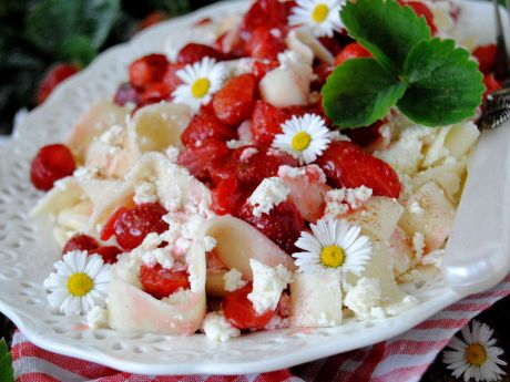 Tagliatelle z serem i karmelizowanymi truskawkami