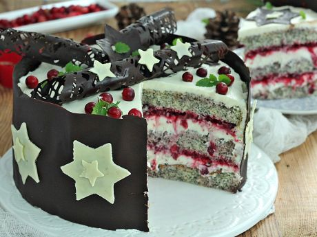 Tort świąteczny z żurawiną świeżą i makiem - Makowy tort z żurawiną i gwiazdami czekoladowymi