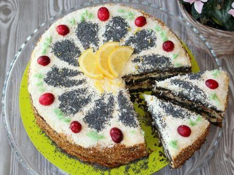 Tort z masy makowej  - Tort jest niezwykle syty, więc niesposób zjeść kilka kawałków na raz.