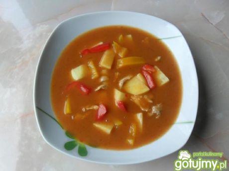 Zupa gulaszowa z ziemniakami