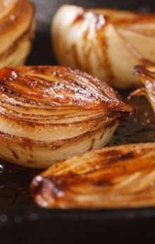 Jak opalić cebulę do rosołu?