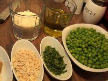 Pesto z zielonego groszku i migdałów