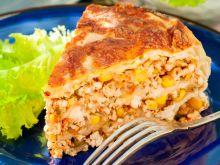 Meksykański tort naleśnikowy z kurczakiem i kukurydzą