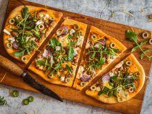 Pizza z wieprzowiną i serem z niebieską pleśnią
