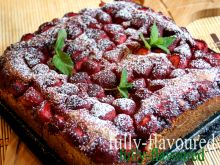 Amarantusowo-drożdżowe z daktylami i truskawkami