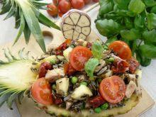 Ananasowa sałatka z indykiem i dzikim ryżem