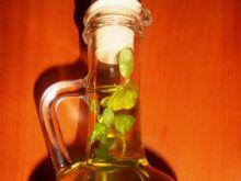 Aromatyczna domowa oliwa z ziołami