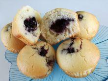 Babeczki muffiny z budyniem i jagodami