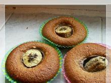 Babeczki czekoladowoorzechowe z bananową dziurką