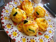 Babeczki jajeczne z cukinią i szynką