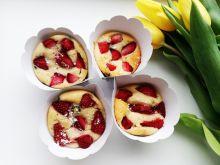 Babeczki jogurtowe z truskawkami