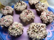Babeczki kakaowe z śmietaną