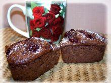 Babeczki naszpikowane wiśniami i czekoladą